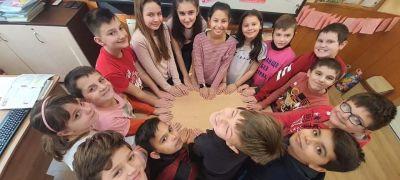 Учениците от IV в клас от ОУ Васил Левски отбелязаха Деня на розовата фланелка 3