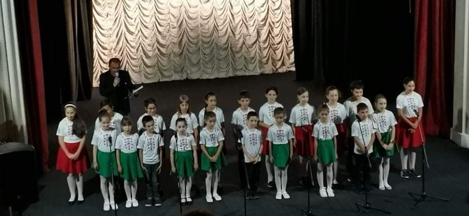 Вокална група Звънче с грамота от концерта Вечер на талантите - голяма снимка